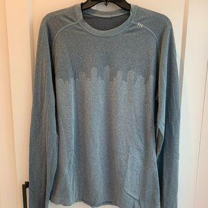Lululemon Men's Long sleeve shirt, Size Large
